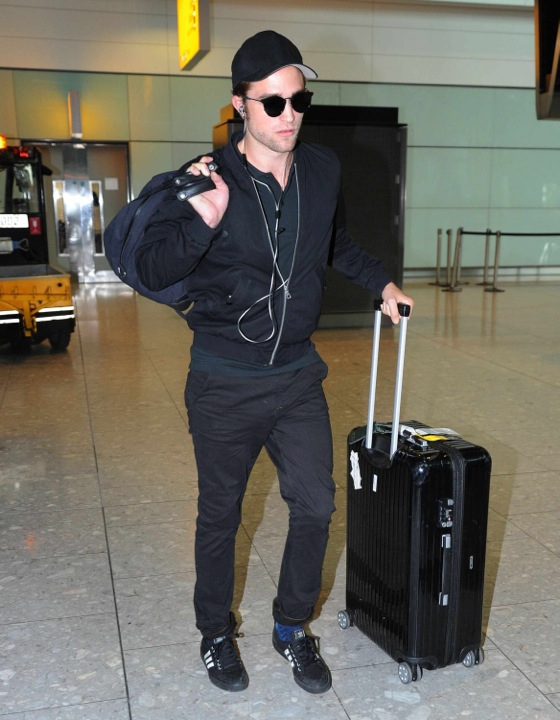 Robert Pattinson_August 2014_LAX airport
